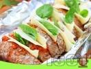 Рецепта Италиански хляб ветрило пълнен със сирене ементал и песто от сушени домати запечен на барбекю във фолио или на фурна